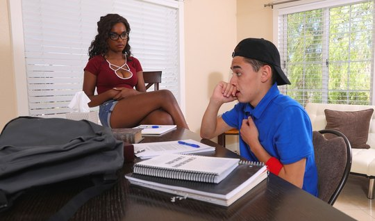 Negress in the day off to study and have sex with a Spanish boy – asian porn